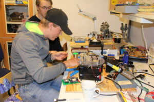 Students at Gullmarsgymnasiet in their sensors workshop.